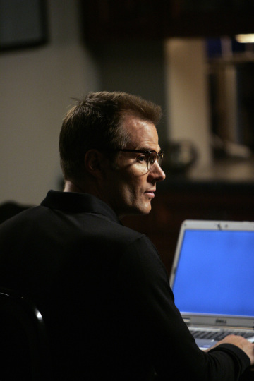 "HEROES - ""The Kindness of Strangers"" (2x4) Jack Coleman as H.R.G."