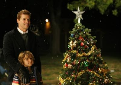 "BONES - David Boreanaz as Booth and Ty Panitz as Parker ""The Santa in the Slush"""