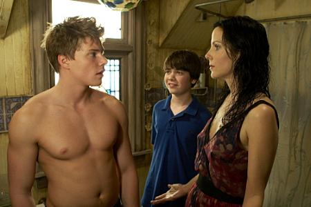 Hunter Parrish as Silas Botwin, Alexander Gould as Shane Botwin, and Mary-Louise Parker as Nancy Botwin