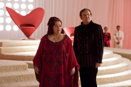 Kathy Bates as The Queen of Hearts, Colm Meaney as The King of Hearts in Alice