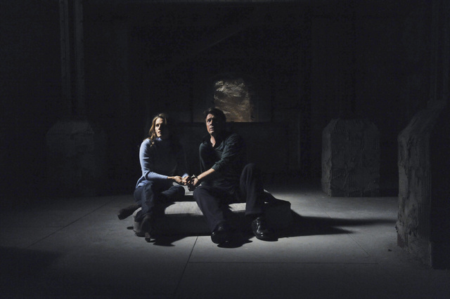 Castle and Beckett handcuffed together in Castle's