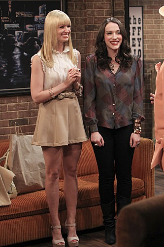 2 Broke Girls Season 2 Episode 5 And The Pre-Approved Credit Card (12)