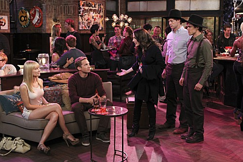 2 Broke Girls Season 2 Episode 7 And The Three Boys With Wood (6)