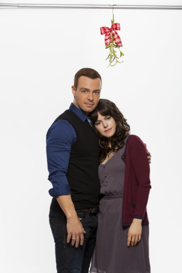 Hitched for the Holidays (Hallmark) (2)