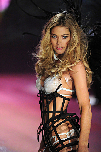 THE VICTORIA'S SECRET FASHION SHOW 2012 (4)
