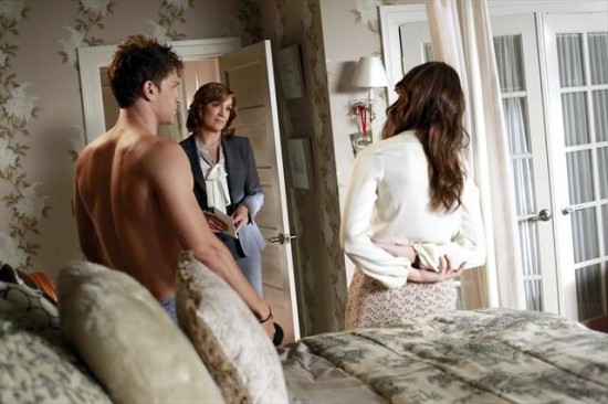 Pretty Little Liars Season 3 Episode 16 Misery Loves Company (6)