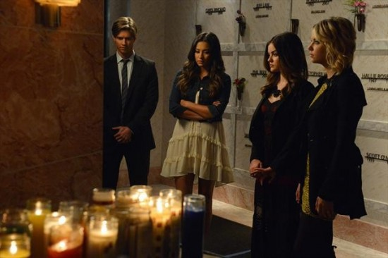 Pretty Little Liars Season 3 Episode 18 Dead to Me (7)
