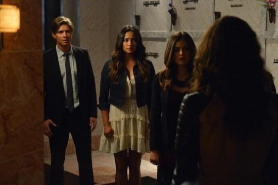 Pretty Little Liars Season 3 Episode 18 Dead to Me (6)