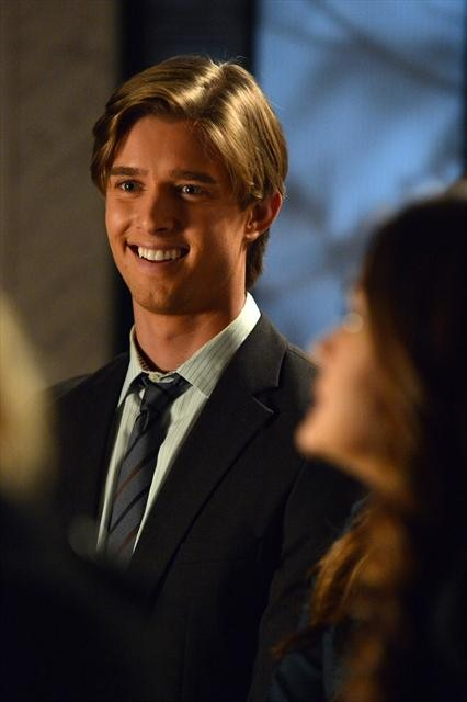 Pretty Little Liars Season 3 Episode 18 Dead to Me (3)