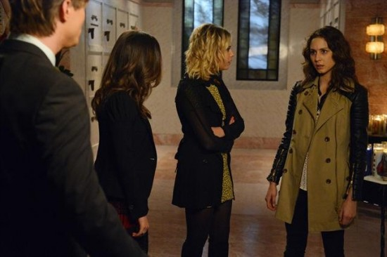 Pretty Little Liars Season 3 Episode 18 Dead to Me (8)