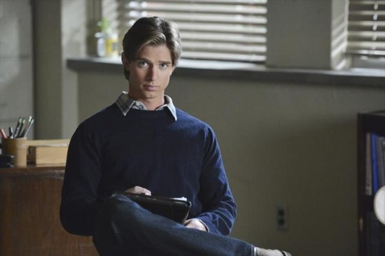 Pretty Little Liars Season 3 Episode 19 What Becomes of the Broken-Hearted (4)