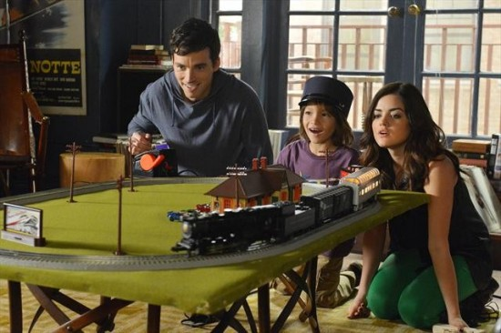 Pretty Little Liars Season 3 Episode 21 Out of Sight, Out of Mind (7)