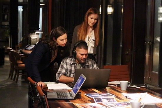 Scandal Season 2 Episode 22 White Hat's Back On (8)