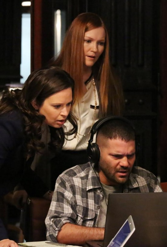 Scandal Season 2 Episode 22 White Hat's Back On (6)
