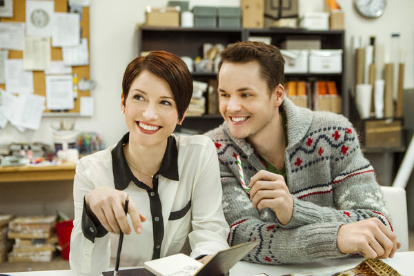 Window wonderland hallmark starring chyler leigh paul for Window wonderland