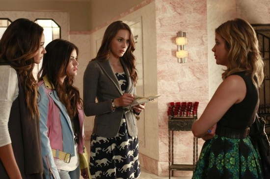 Pretty Little Liars Season 4 Episode 14 Who's in the Box (2)