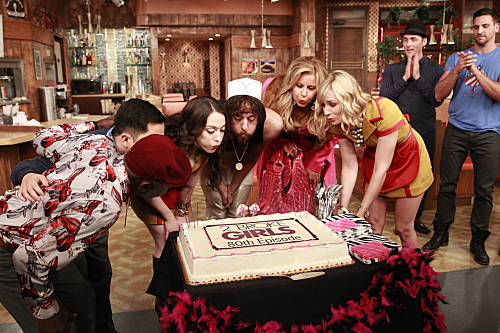 2-Broke-Girls-And-The-Fun-Factory-Season