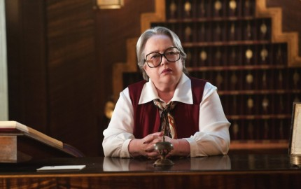 10:00 pm/ep) Pictured: Kathy Bates as Iris. CR: Suzanne Tenner/FX